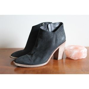Vince. Easton Black Leather Heeled Ankle Booties